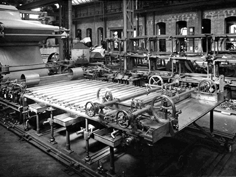 Re-entry of paper machine repairs in 1945