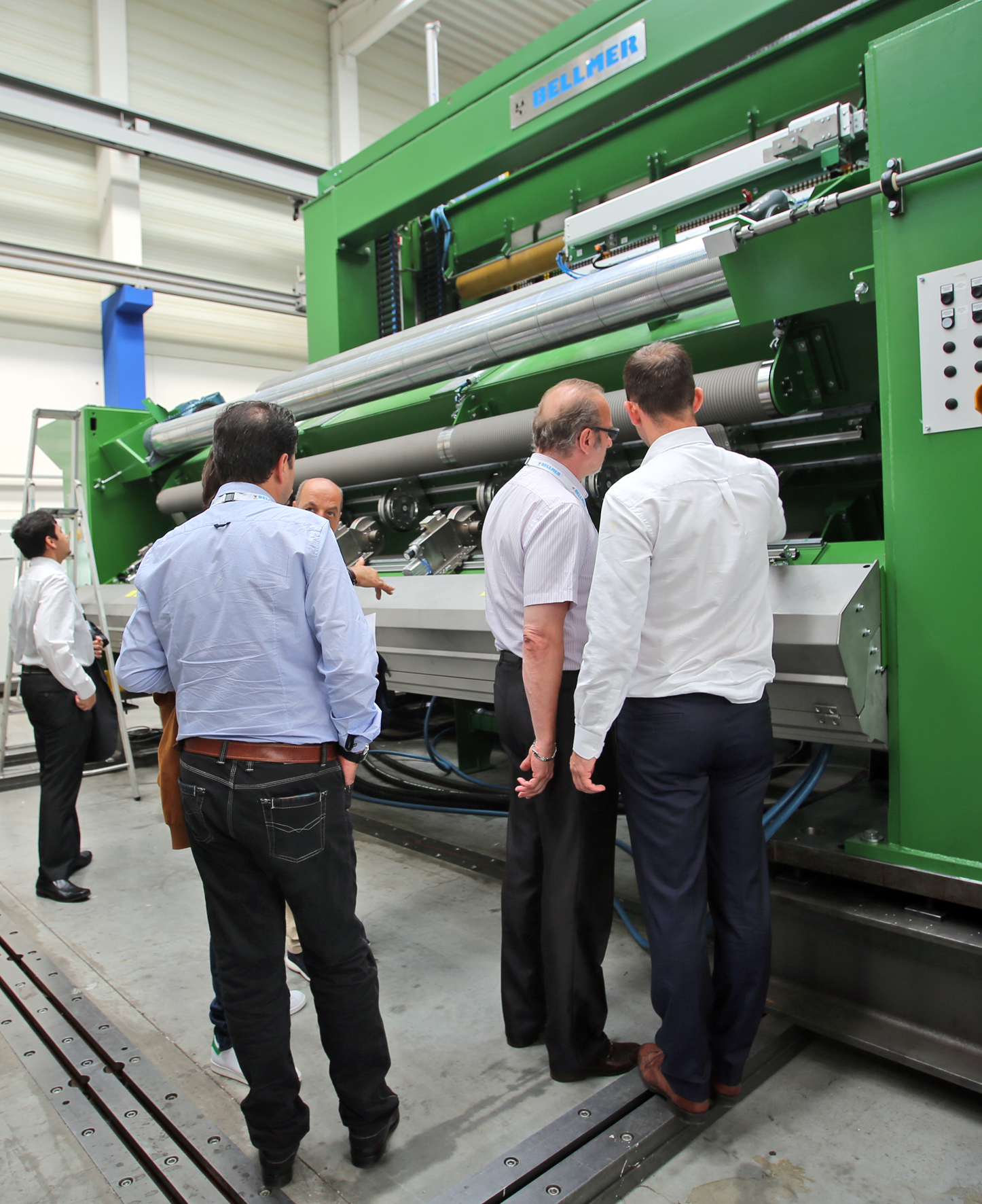 he participants had the possibility to view the previously explained machine units.