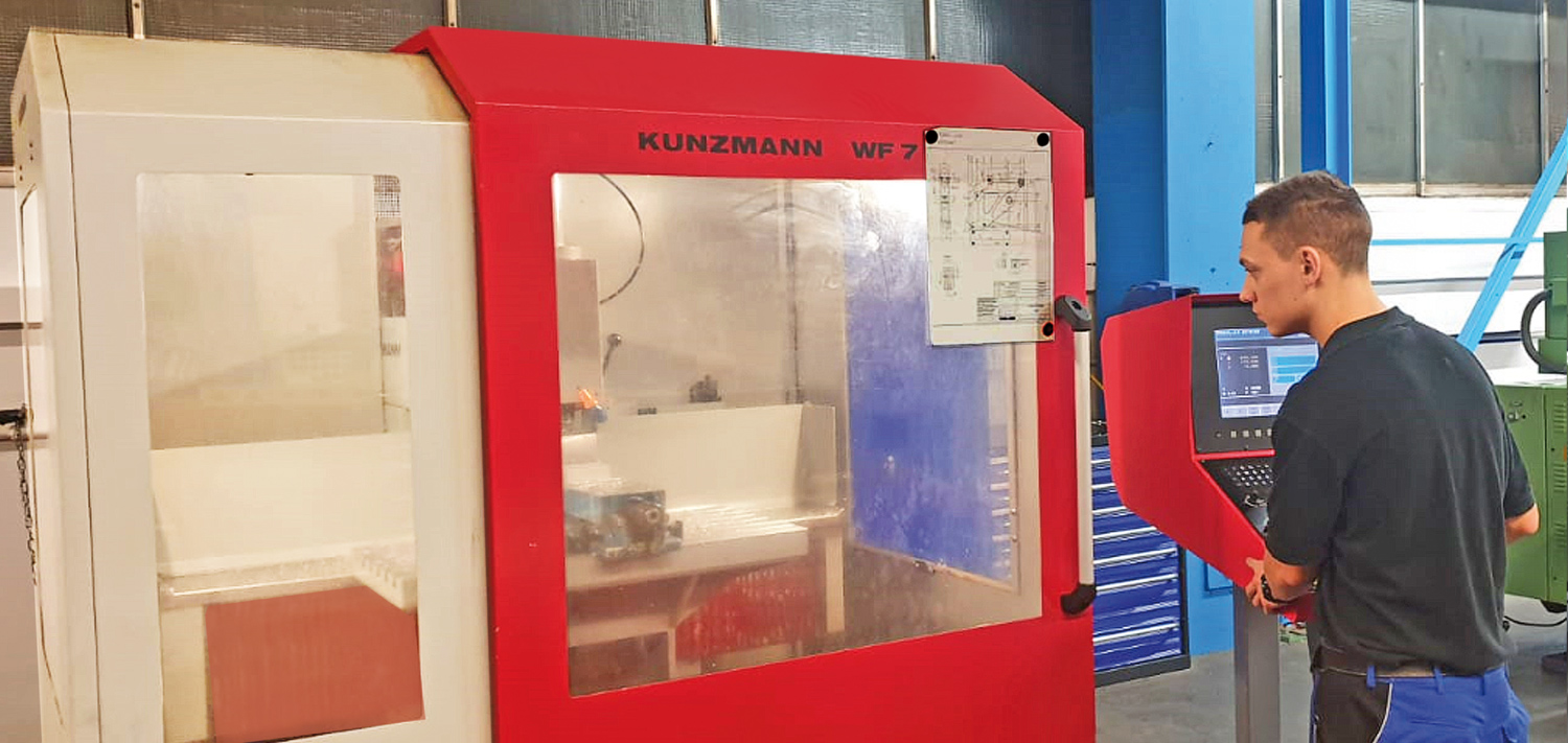 Practical learning with the new milling machine at Bellmer